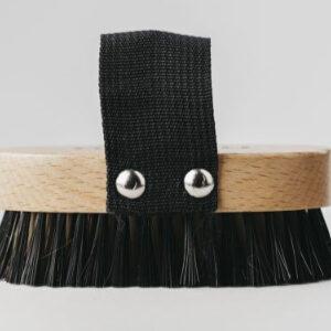 Cepillo para mascotas de madera y nylon